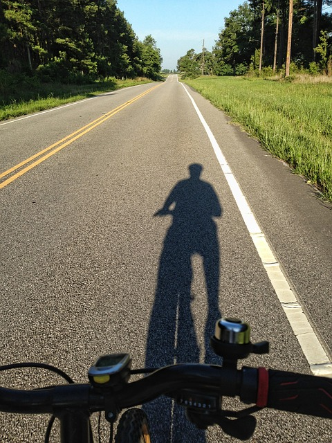 shadow-of-cyclist-139581_640.jpg